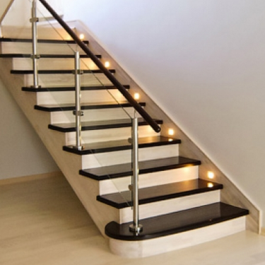 Marching wooden stairs and their distinctive features