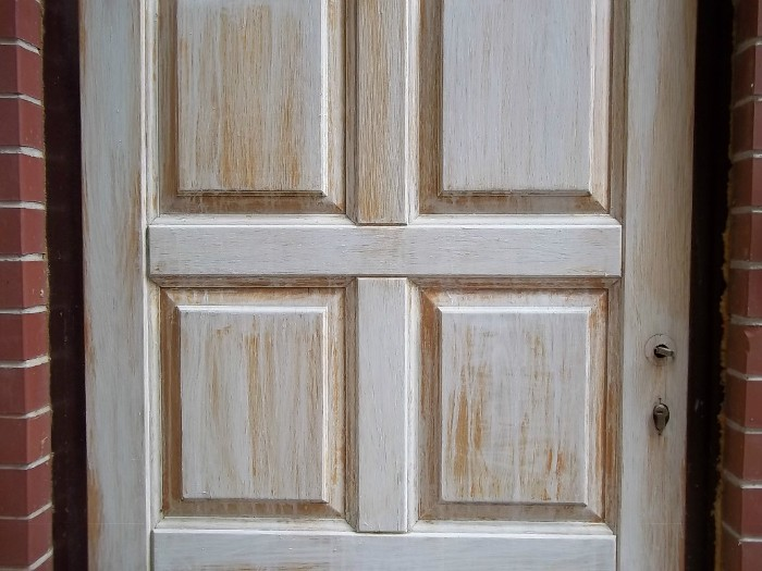 How to turn old doors into new ones?
